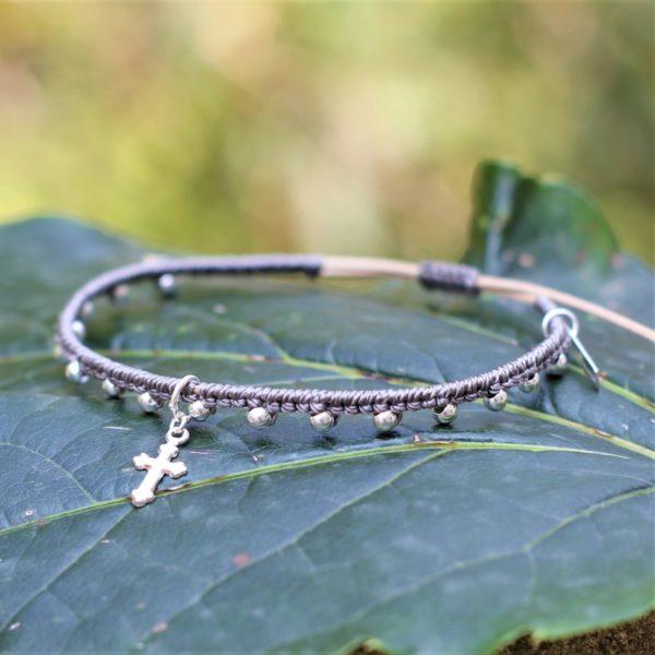 Bracelet Mireille en micromacramé et perles et breloque en argent 925 création MIA PROVENCE
