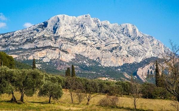 Montagne Sainte Victoire - Paysage typique de la campagne aixoise