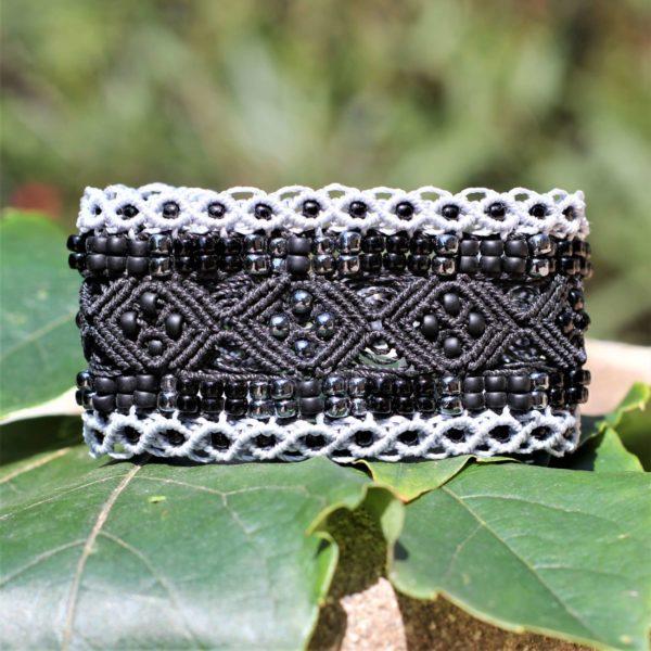 Le bracelet manchette Le Nîmois XL en version noir et gris