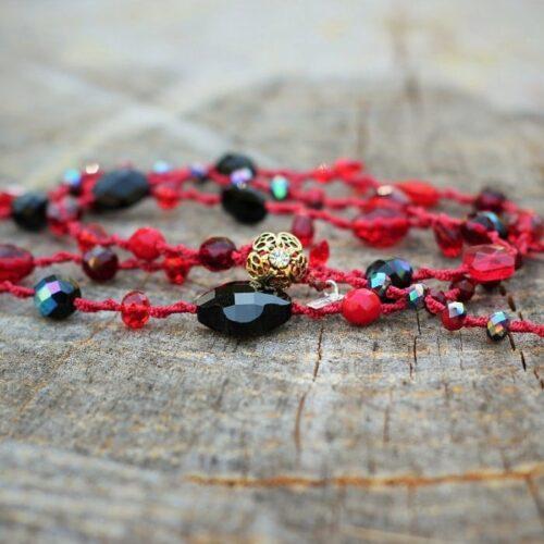 Collier long pour femme rouge et noir