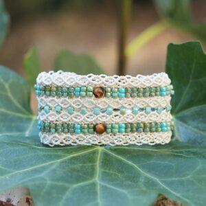 Joli bracelet mini-manchette écru et turquoise