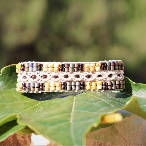Bracelet L'Aixois beige avec perles dans les couleurs écru et brun