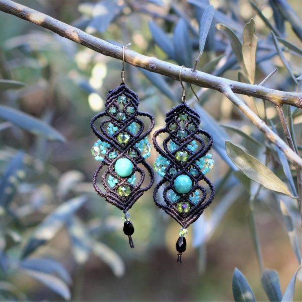 Boucles d'oreilles baroques maron et turquoise en micro-macramé