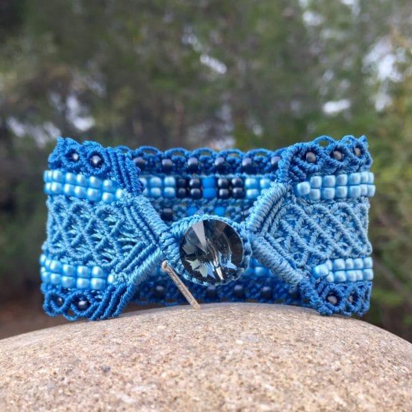 Mini-manchette le Nicois bleue vue de côté bouton