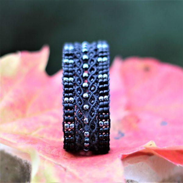 Bracelet Le Tropézien noir avec perles gris hématite