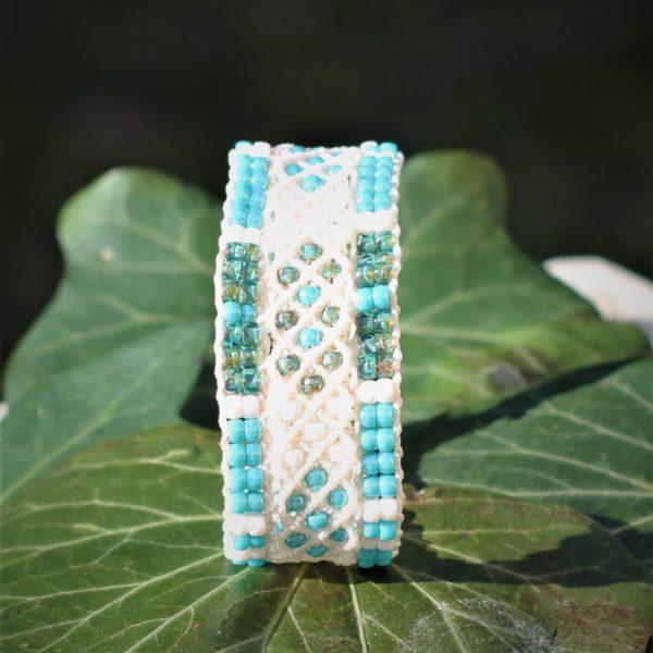 Bracelet le Niçois blanc, perles de rocaille vert turquoise