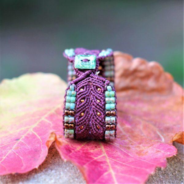 Bracelet L'Arlésien aubergine et vert en micro-macramé et perles de rocaille