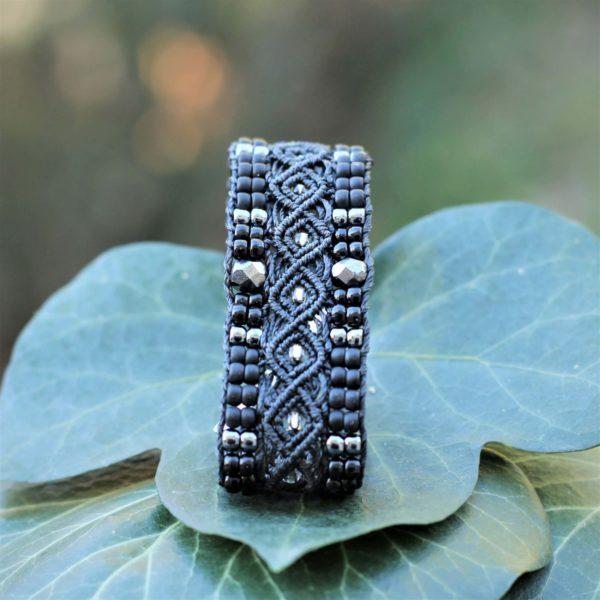 Bracelet L'Aubagnais noir en micro-macramé et perles de rocaille