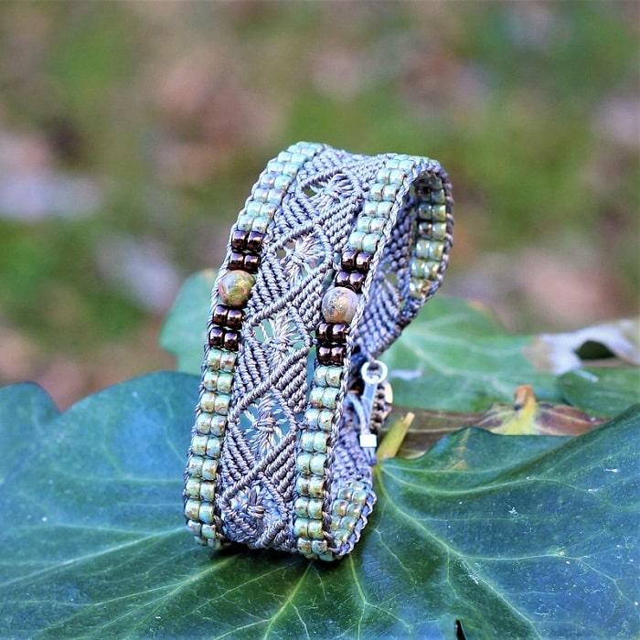 Bracelet bohème pour femme gris vert