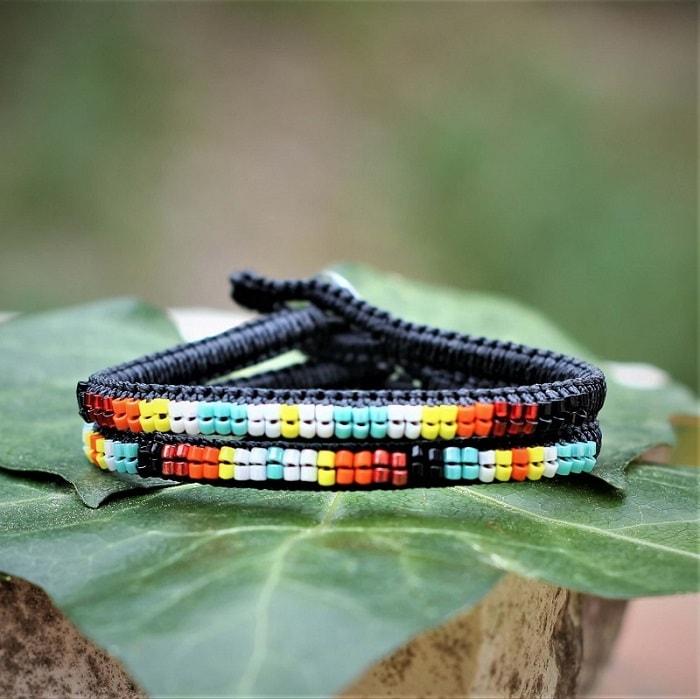 Bracelets colorés noirs aux couleurs bijoux amérindiens MIA Provence