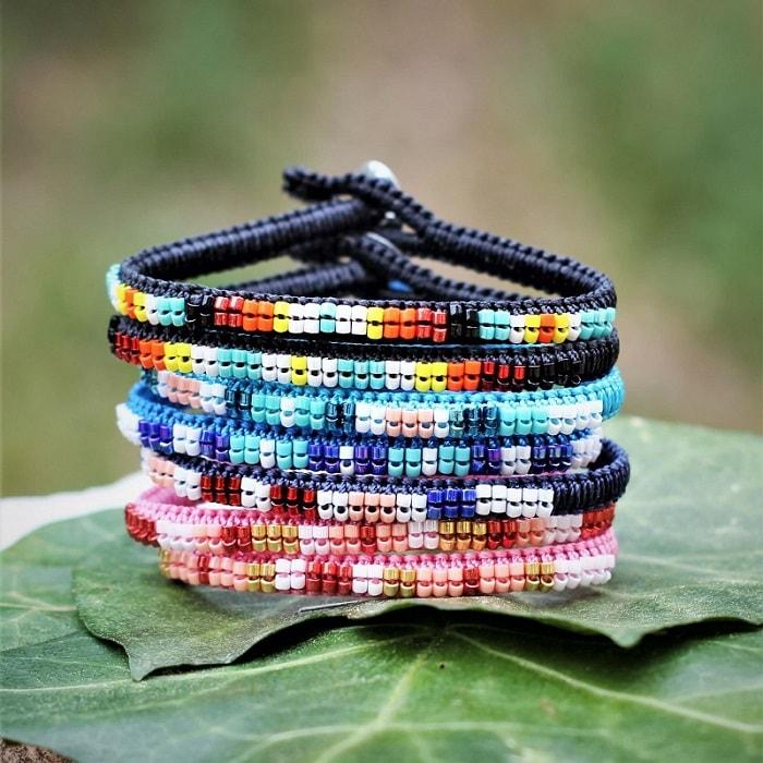 Bracelets colorés d'été à personnaliser - symbolique des couleurs