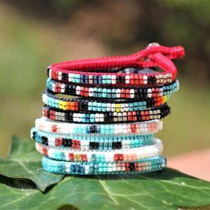 Bracelets colorés d'été à personnaliser