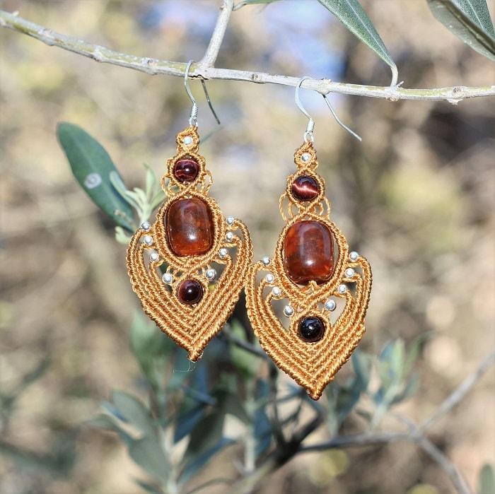 Boucles d'oreilles orientales Alma couleur curry avec perles en ambre recyclée - Mode femme bohème - MIA Provence