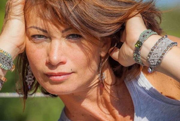 Bracelet fantaisie style bohème pour femme fait-main à Aix-en-Provence - MIA Provence - boutique de bijoux à Aix-en-Provence colorimétrie femme