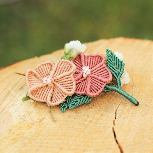 Broche à fleur personnalisée en fil et perles
