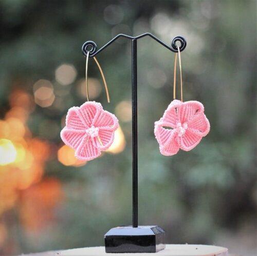 Boucles d'oreilles originales à fleur rose pâle