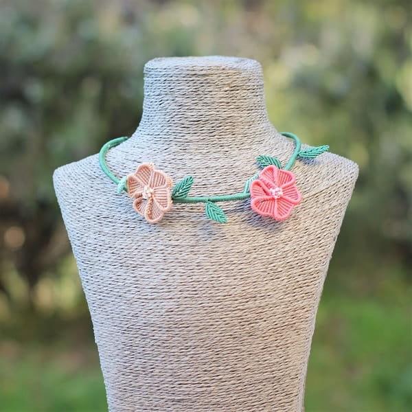 Bijoux fantaisie faits main - Collier ras de cou à fleurs bijou fantaisie personnalisable MIA Provence