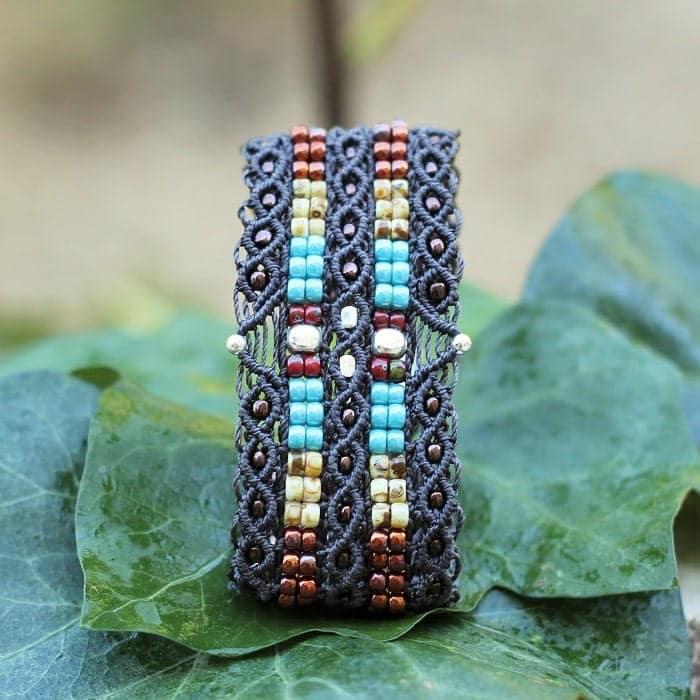 Petite manchette en perles de rocaille aux couleurs de bijoux amerindien - Navajo MIA Provence