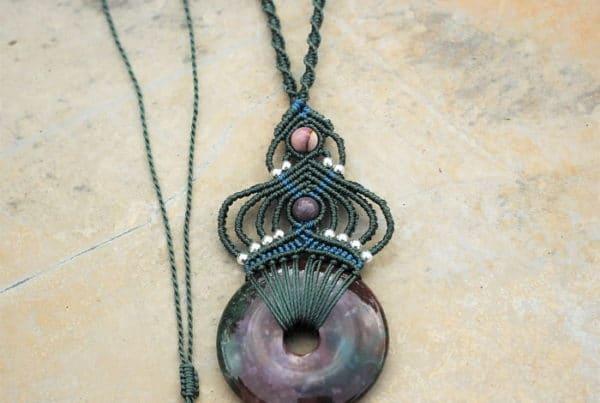 Collier bijoux ethniques chics en pierre naturelle - propriétés des pierres semi précieuses dans les bijoux- agate