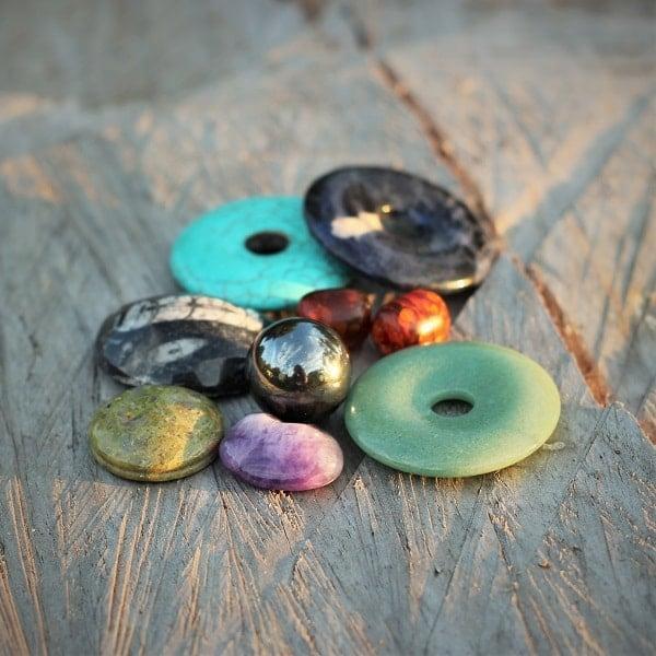 les différentes pierres gemme utilisées pour la réalisation des bijoux MIA PROVENCE - faire fabriquer un bijou fantaisie