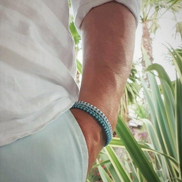 bracelet homme tendance porté bleu clair mia provence