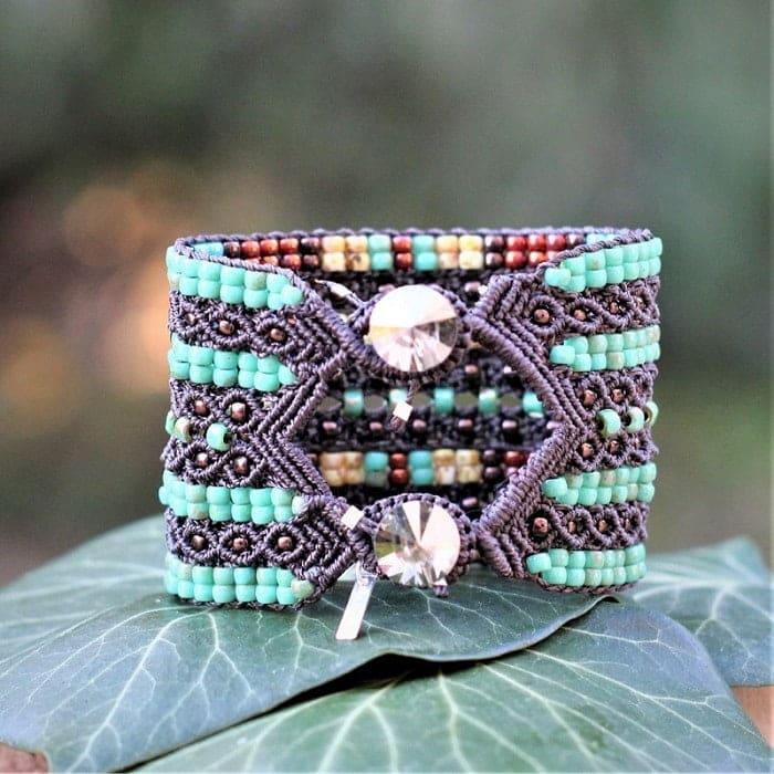 Bracelet fantaisie de luxe- fermeture par boutons en cristal Swarovski - créatrice bijoux fantaisie MIA Provence